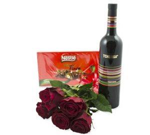 цветя, бонбони и вино